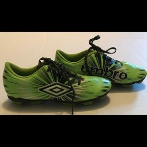 Youth Umbro Size 2 Soccer Shoes cleats Lime Green